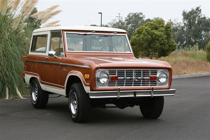 1977 Ford Bronco U100 Ranger 4x4 Sport Wagon by Classic Showcase